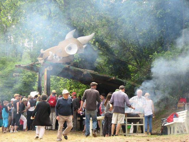 Conviviale et familiale, la fête des cabanes, que le Hangar't à créée en 1992, prend un second envol.