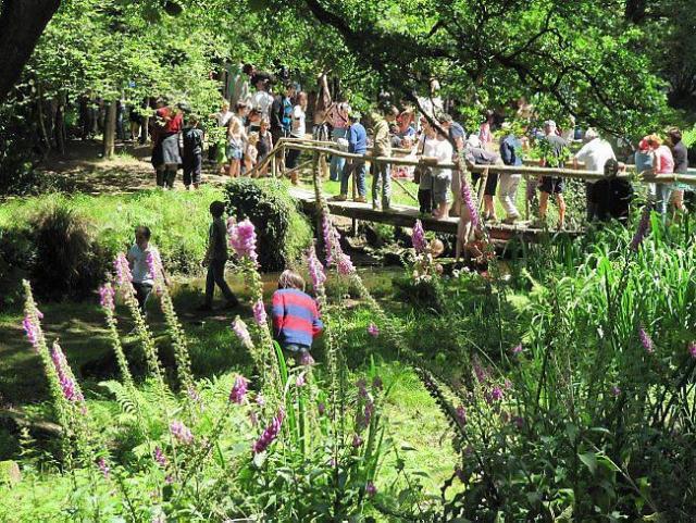 Le site accueillant de la vallée de Kerevennou où coule l'Aven.