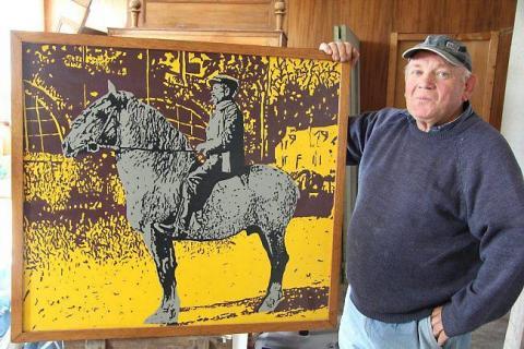 Fanch avec un tableau de 1994 : « Le vacher anglais ».
