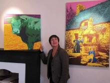 Marie-Josée Le Gall accueille, à la pension Gloanec, les toiles du Hangar't qui ont été exposées à New-York.