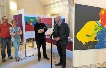 Pour la fête de la Bretagne, le Hangar't a exposé 28 tableaux dans la mairie du XVe arrondissement de Paris et Raymond Le Breton a donné un mini-concert.